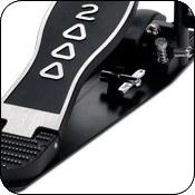 Стальная базисная плита обеспечивает надежное расположение педали на плоскости и крепление шипами и velcro ремнями.