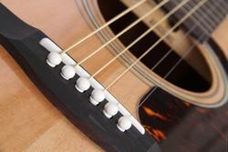 Правила замены струн на гитаре