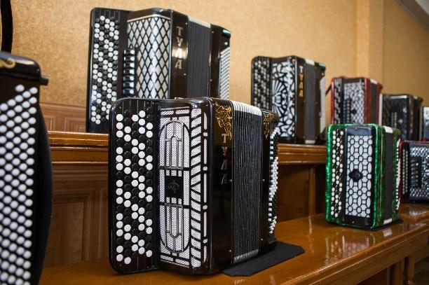 Основные различия аккордеона, баяна и гармони