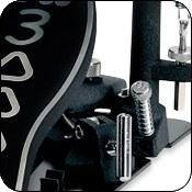 Система крепления педали к бас-барабану Dual Ajustable Toe Clamp обеспечивает надежную фиксацию на ободе и барабана. Ключ с креплением в комплекте.